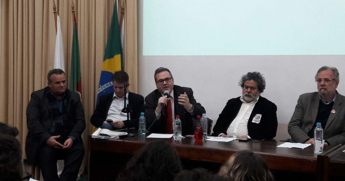 Solução para a Educação exige debater as fontes de recursos, diz Robaina na UFRGS