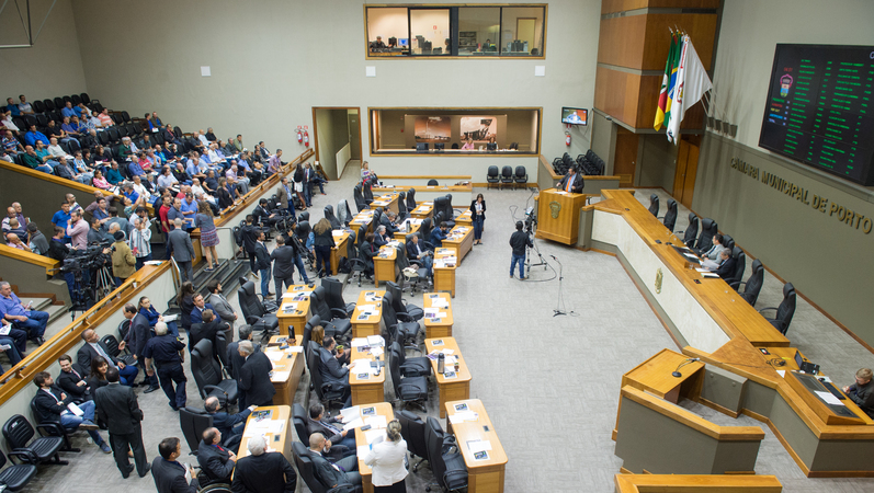 Com voto de Robaina, vereadores derrotam projeto de Marchezan que extinguia fundos municipais de Porto Alegre