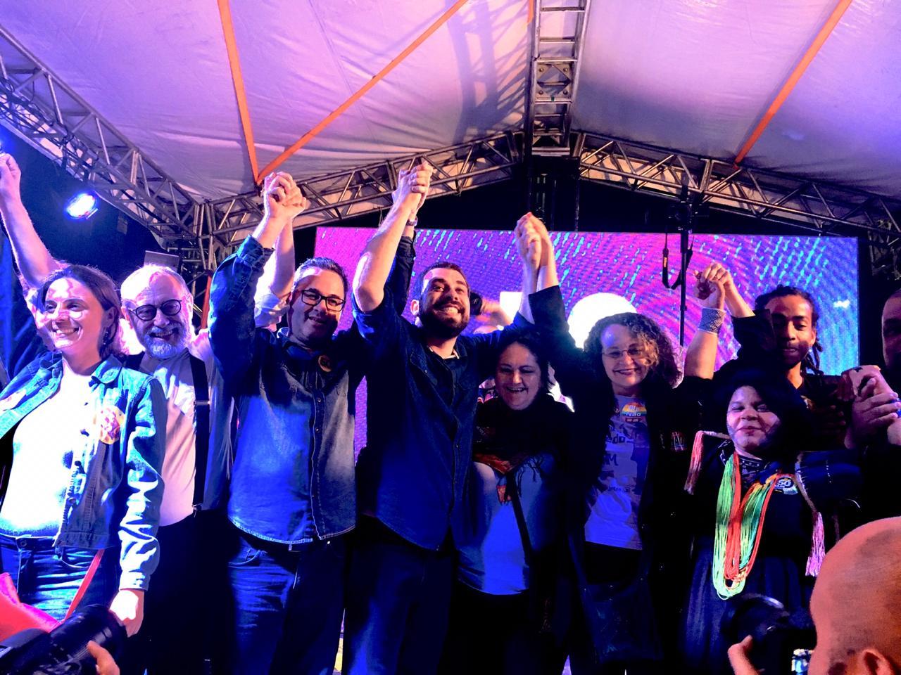 Na reta final da campanha, comício reúne Robaina, Professora Camila, Guilherme Boulos e Sônia Guajajara em Porto Alegre
