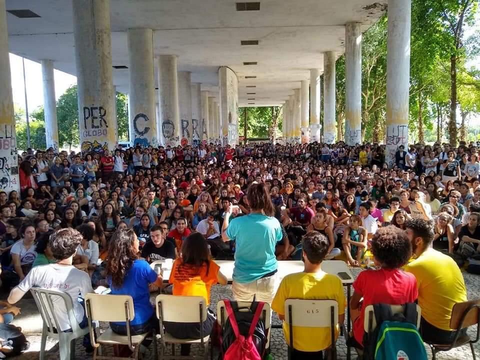 Bolsonaro, o espectro do comunismo e o movimento estudantil