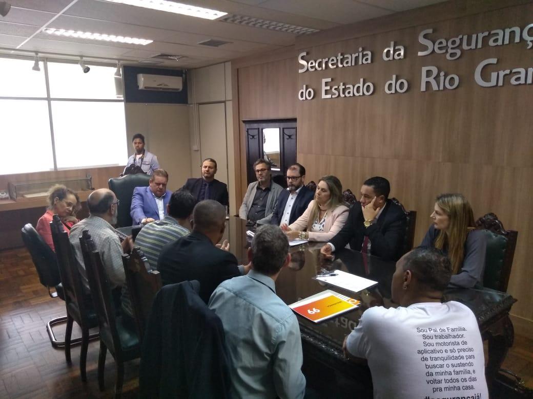 Projeto de Robaina para melhorar app é tema de reunião com o vice-governador na Secretaria de Segurança Pública do RS