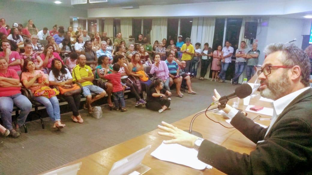 Moradores de ocupações lutam para regularizar energia elétrica nas comunidades